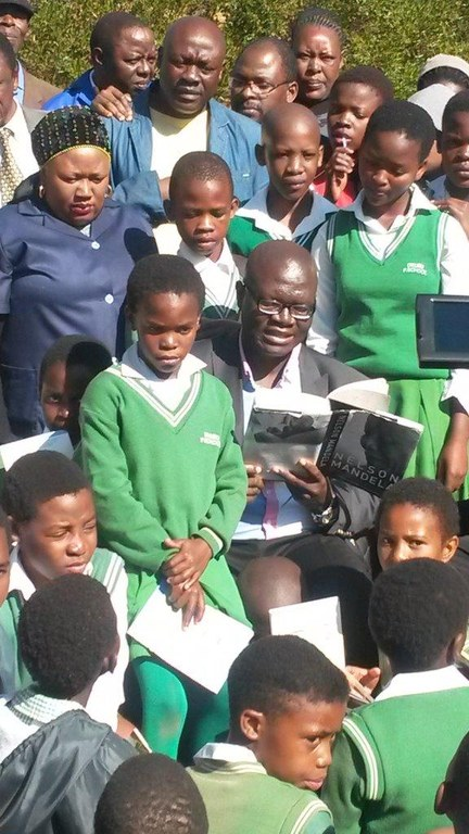 MEC, Mayor and learners reading